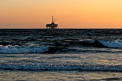 oil-rig-2191711_1920-1